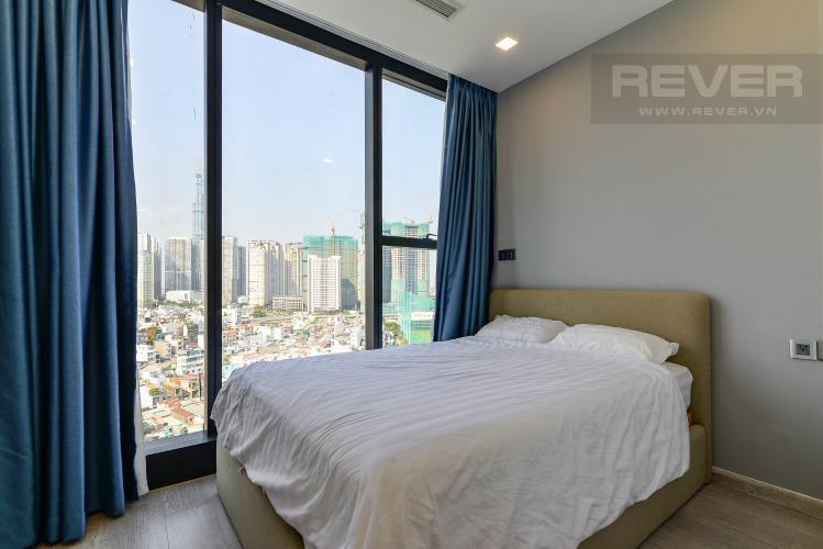 Phòng Ngủ 2 Bán hoặc cho thuê căn hộ Vinhomes Golden River 2PN tầng trung, đầy đủ nội thất, view sông Sài Gòn và Landmark 81