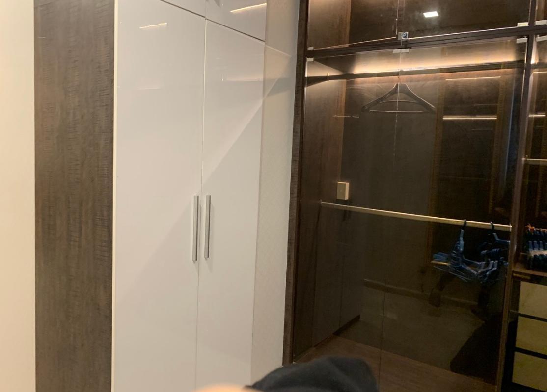 Tủ quần áo Bán hoặc cho thuê căn hộ Vinhomes Golden River 2PN, tháp The Aqua 2, diện tích 68m2, đầy đủ nội thất cao cấp, view Bitexco