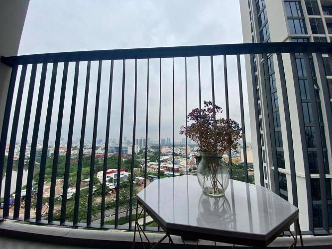Ban công căn hộ Eco Green Saigon Căn hộ Eco Green Saigon đầy đủ nội thất, view thành phố sầm uất.