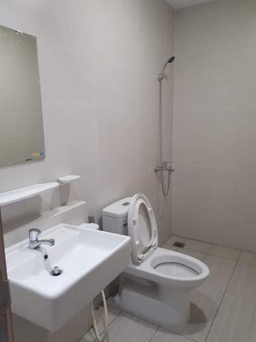 Phòng tắm Jamila Khang Điền, Quận 9 Căn hộ Jamila Khang Điền tầng trung, hướng Đông Nam, view thành phố.