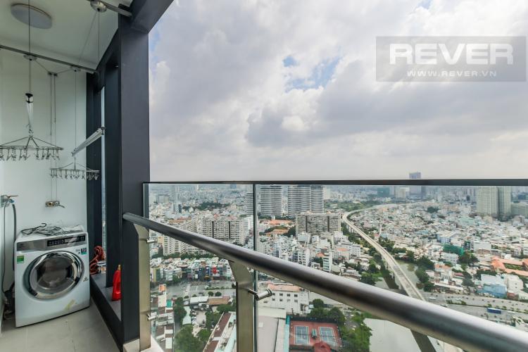 Balcony Bán căn hộ Vinhomes Golden River 2PN, tháp The Aqua 4, đầy đủ nội thất, view sông Sài Gòn và Landmark 81