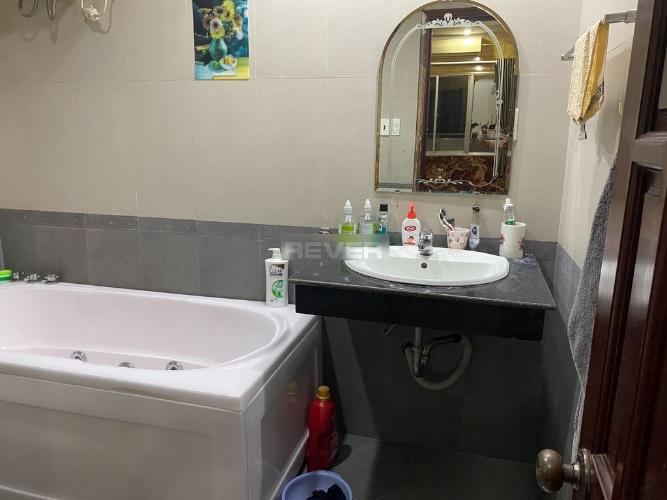 Phòng tắm chung cư Bình Minh, Quận 2 Căn hộ chung cư Bình Minh tầng trung, nội thất đầy đủ.