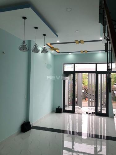 Phòng khách nhà phố Trường Lưu, Quận 9 Nhà phố hẻm 6m hướng Đông, thiết kế đại sang trọng.