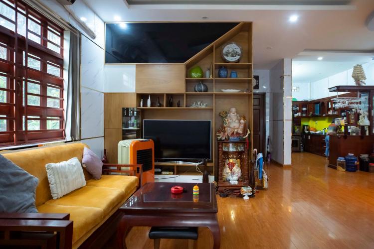 Phòng khách nhà phố quận 2 Nhà hẻm 2m Quận 2,  đầy đủ nội thất, có sân rộng trước nhà.