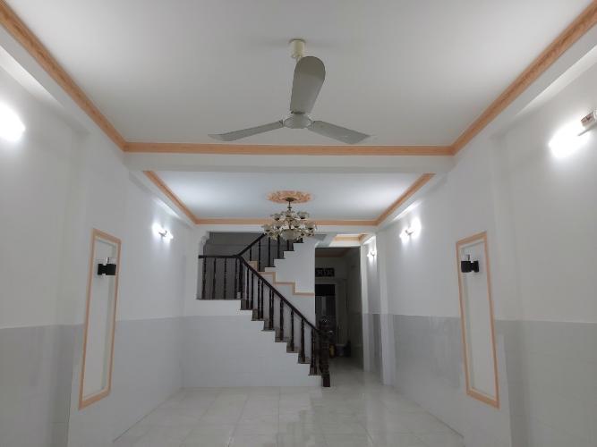 Phòng khách nhà phố đường Huỳnh Tấn Phát, Quận 7 Nhà phố hướng Tây Bắc diện tích 4mx16m, hẻm xe hơi.