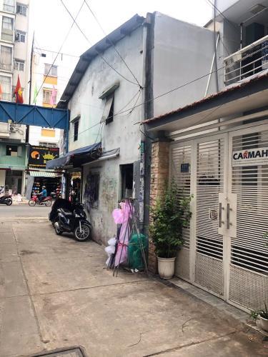 Bán nhà hẻm đường Thành Thái, phường 14, quận 10, diện tích đất 42m2, diện tích sàn 162m2, nội thất cơ bản, sổ đỏ đầy đủ.