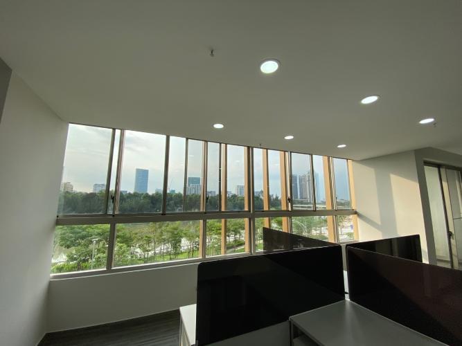 Căn hộ shop-house Phú Mỹ Hưng Midtown, nội thất văn phòng cơ bản.