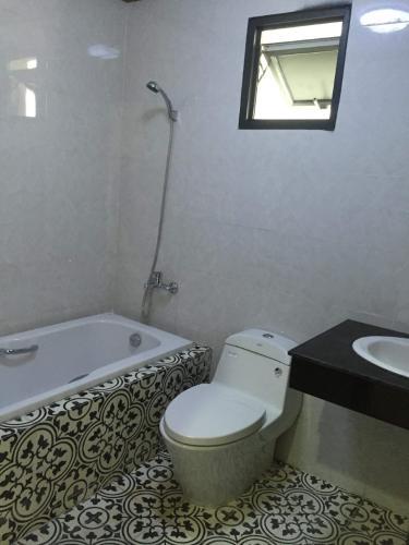 Nhà vệ sinh Hoàng Anh Thanh Bình Căn hộ Hoàng Anh Thanh Bình tầng cao, đầy đủ nội thất.