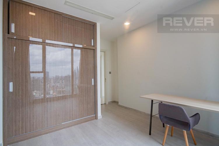 Phòng Làm Việc Bán hoặc cho thuê căn hộ Vinhomes Golden River 3PN, tầng trung, đầy đủ nội thất, view sông Sài Gòn và Bitexco