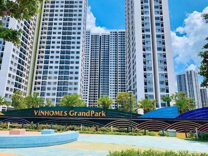 Toàn cảnh Vinhomes Grand Park Quận 9 Căn hộ Vinhomes Grand Park tầng cao, ban công view sông.