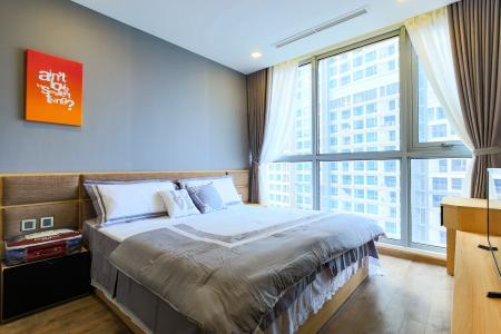 Căn hộ Vinhomes Central Park tầng thấp P5, 2 phòng ngủ, view sông