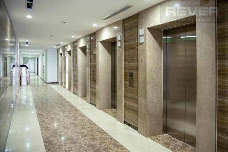 Sảnh Thang Máy Căn hộ Vinhomes Central Park tầng cao, 4PN, đầy đủ nội thất
