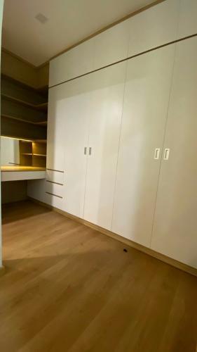 PHÒNG THAY ĐỒ căn hộ Feliz En Vista Căn hộ Feliz En Vista tầng trung, view nội khu, đầy đủ nội thất.