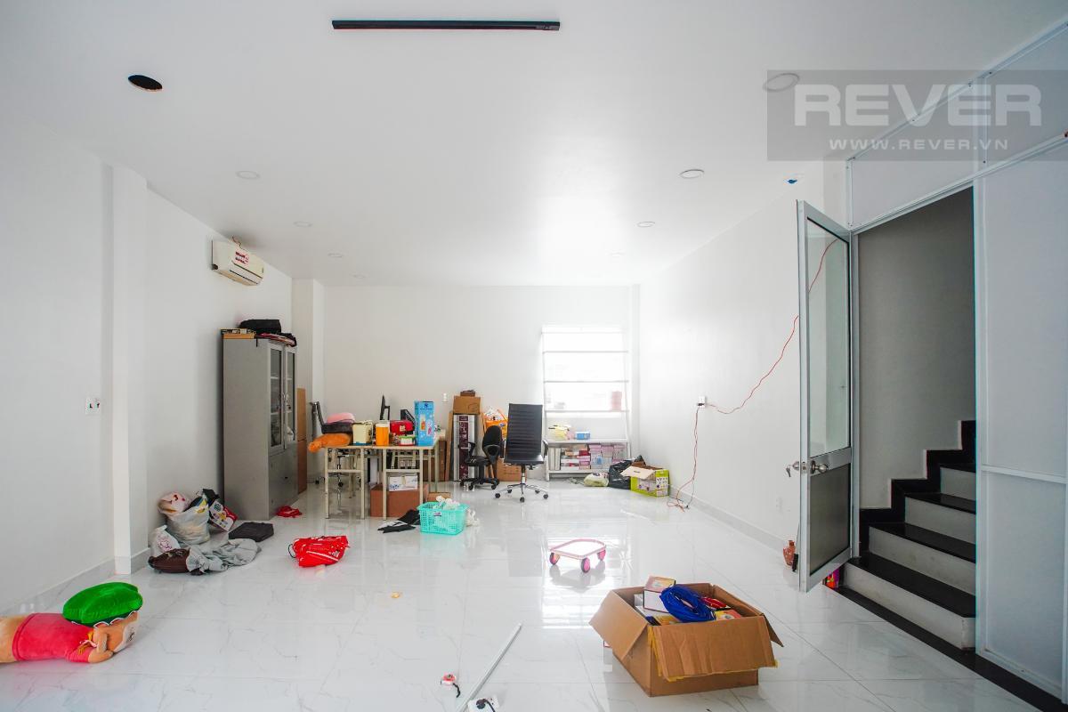 Tầng 1 Bán nhà phố mặt tiền đường Huỳnh Văn Bánh, Q. Phú Nhuận, 4 tầng, diện tích đất 61m2, cách đường Lê Văn Sỹ 200m