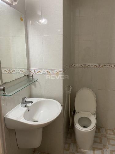 Phòng tắm căn hộ chung cư Vạn Đô, Quận 4 Căn hộ chung cư Vạn Đô hướng Tây Bắc nội thất đầy đủ tiện nghi.
