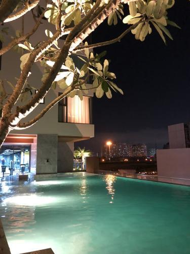 View căn hộ GATEWAY THẢO ĐIỀN Cho thuê căn hộ Gateway Thảo Điền 1PN, tầng cao, diện tích 56m2, đầy đủ nội thất, view hồ bơi