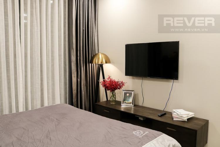 Phòng Ngủ 1 Bán hoặc cho thuê căn hộ Vinhomes Golden River 2PN, tầng trung, đầy đủ nội thất, view sông Sài Gòn