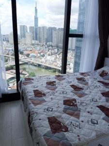 Cho thuê căn hộ Vinhomes Golden River 2PN, tháp The Aqua 1, đầy đủ nội thất, view sông và Landmark 81