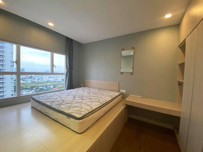 Phòng ngủ Sunrise City, Quận 7 Căn hộ Sunrise City tầng trung, ban công hướng Nam, view hồ bơi.