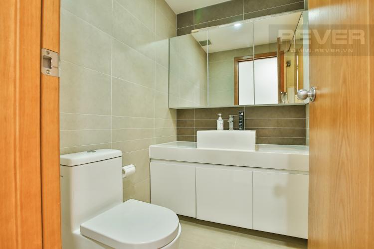 Toilet 1 Căn hộ Sunrise City 2 phòng ngủ tầng trung tháp W4 nội thất đầy đủ