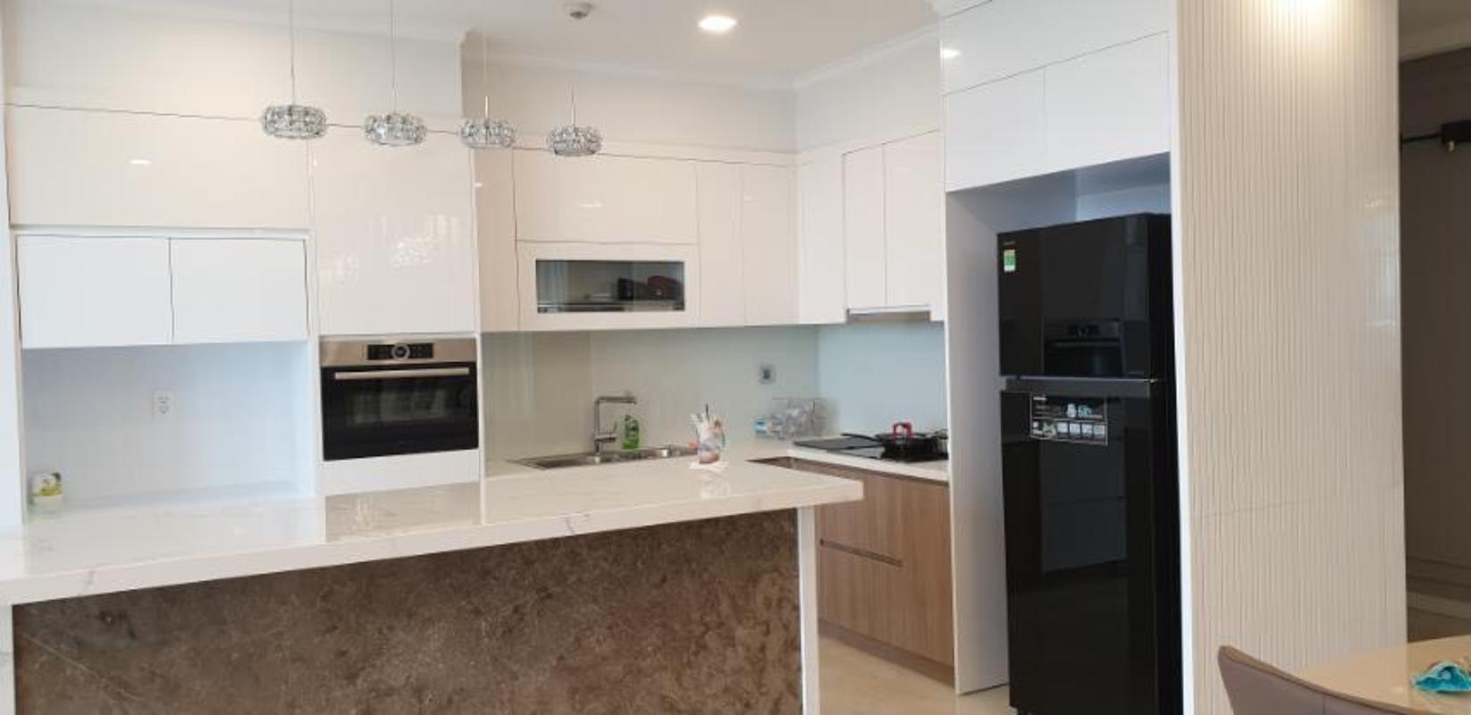 4 Cho thuê căn hộ Vinhomes Golden River 3PN, diện tích 118m2, đầy đủ nội thất, view sông thoáng mát