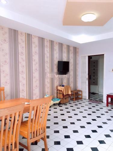 Căn hộ chung cư 151 Nguyễn Đình Chính hướng Đông, nội thất đầy đủ.