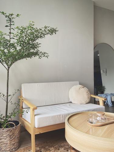Căn hộ Orchard Garden, Phú Nhuận Căn hộ Orchard Garden tầng thấp, nội thất gỗ tinh tế.