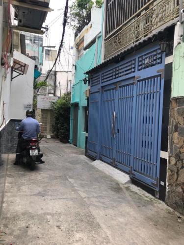 Bán nhà hẻm cách chợ Bùi Phát 200m, 2 phòng ngủ, diện tích đất 50m2, diện tích sàn 100m2, ban công hướng Đông Nam.