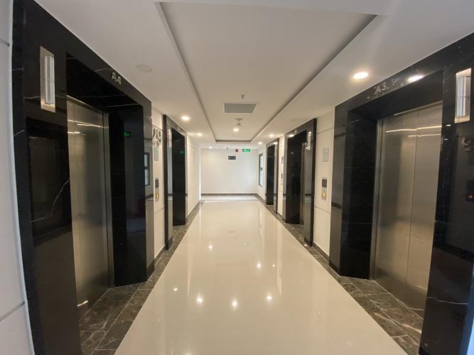 hành lang căn hộ Vinhomes Grand Park Căn hộ Vinhomes Central Park thiết kế hiện đại đầy đủ nội thất .