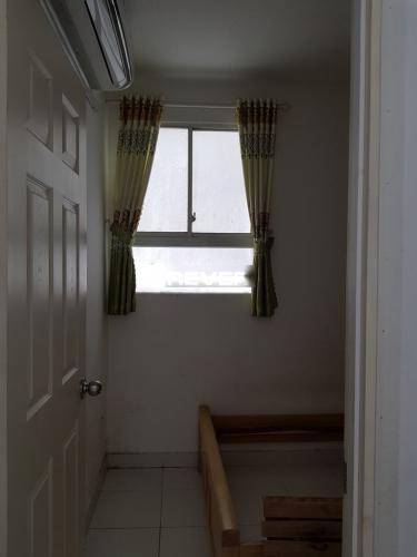 Phòng ngủ căn hộ Lotus Apartment Căn hộ Lotus Apartment cửa hướng Tây, ban công hướng Nam đón gió.