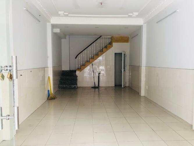 Bên trong Nhà phố đường Vĩnh Hội, Quận 4 Nhà phố hướng Nam mặt tiền đường, khu dân cư sầm uất.