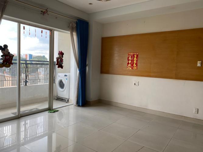 Phòng khách căn hộ chung cư Sao Mai, Quận 5 Căn hộ chung cư Sao Mai ban công Đông Nam, view thành phố đón gió mát.