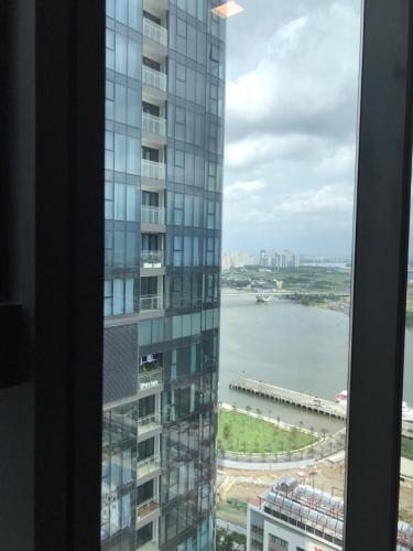 view Căn hộ Vinhomes Golden River nội thất đầy đủ, tầng cao.