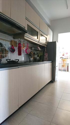 Phòng bếp căn hộ Ehome 3 Căn hộ Ehome 3 đầy đủ nội thất tiện nghi, ban công hướng Nam.