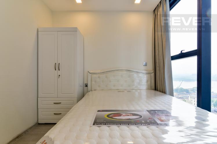 Phòng Ngủ 2 Căn hộ Vinhomes Golden River 2PN, đầy đủ nội thất, view hồ bơi và sông Sài Gòn
