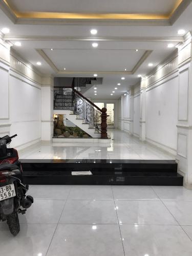 Phòng khách nhà phố Nguyễn Bỉnh Khiêm, Gò Vấp Nhà phố mặt tiền Gò Vấp, thích hợp kinh doanh, mở văn phòng.