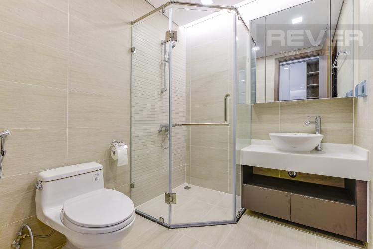 Phòng tắm 2 Officetel Vinhomes Central Park 2 phòng ngủ tầng cao P7 nội thất đầy đủ