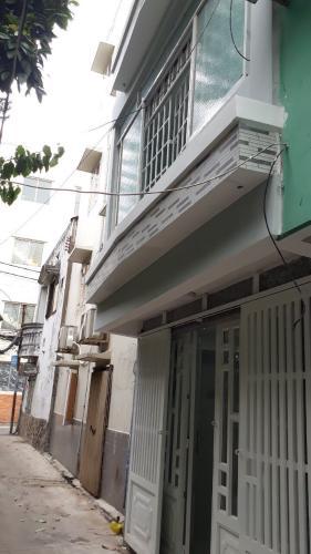 cửa chính Nhà phố hướng Tây Nam, gần đại lộ Võ Văn Kiệt.