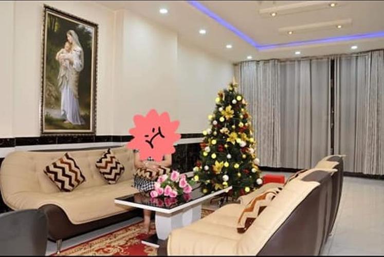 Phòng khách Nhà phố hướng Bắc, mặt tiền đường lớn, thích hợp kinh doanh.