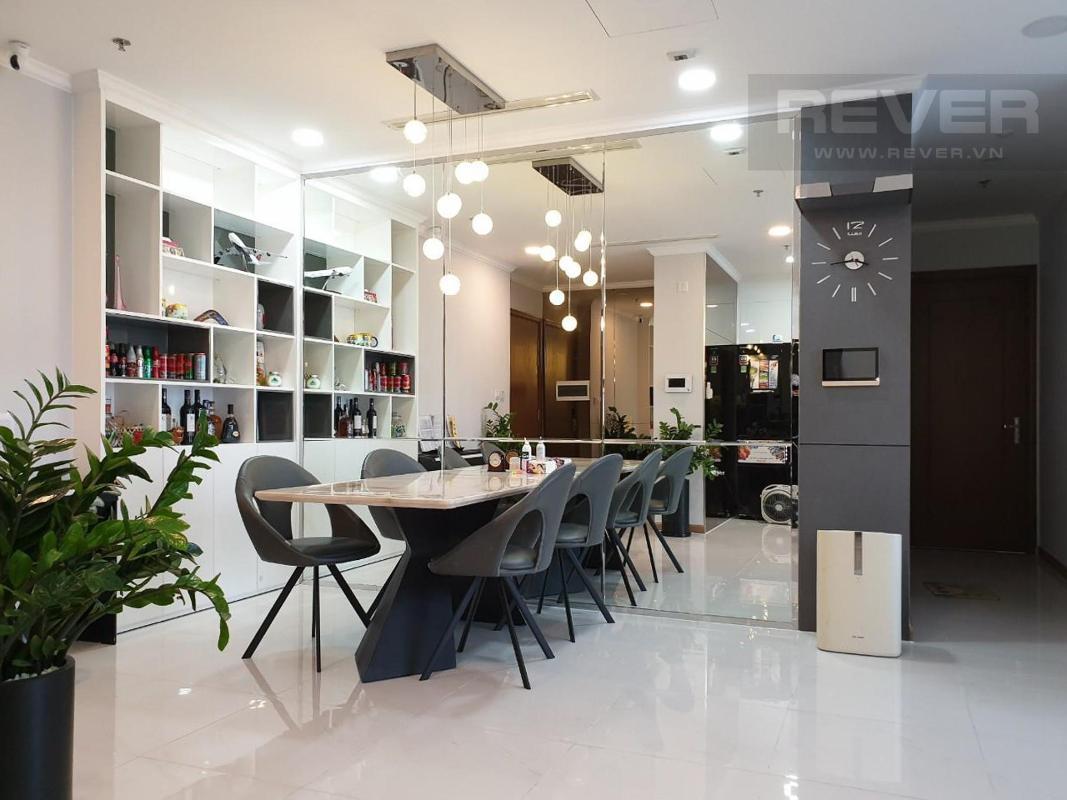 Bàn ăn Cho thuê căn hộ Vinhomes Central Park 3PN, tầng thấp, đầy đủ nội thất, view thành phố