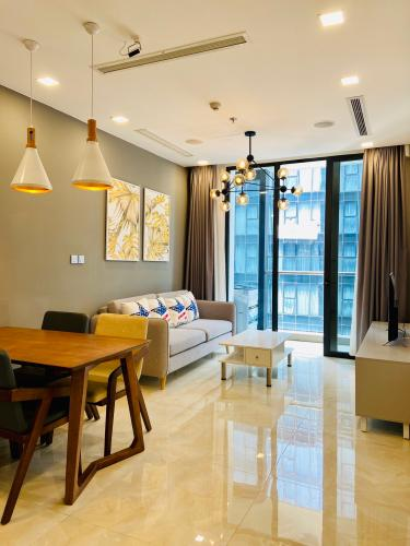 Bán căn hộ Vinhomes Golden River 1 phòng ngủ, tầng cao, đầy đủ nội thất, ban công hướng Đông.