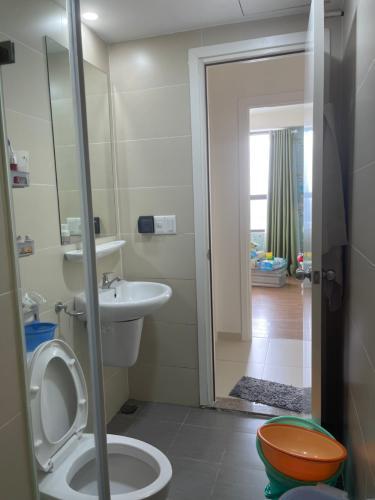 Phòng tắm căn hộ M-One Nam Sài Gòn, Quận 7 Căn hộ M-One Nam Sài Gòn bàn giao đầy đủ nội thất, view thành phố.