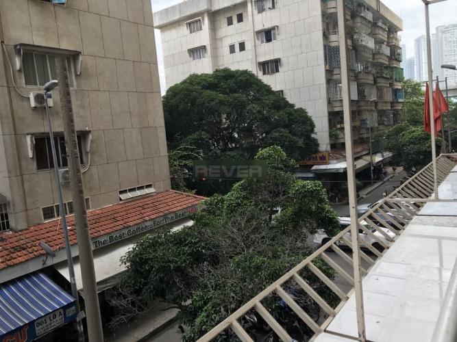 Ban công căn hộ chung cư Ngô Tất Tố, Bình Thạnh Căn hộ chung cư Ngô Tất Tố bàn giao đầy đủ nội thất, 2 phòng ngủ.