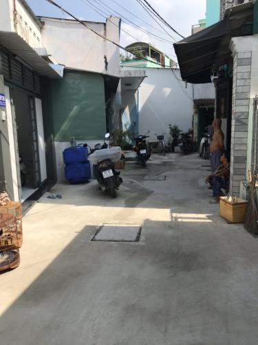 Hẻm nhà phố Nhà phố trung tâm Tân Phú hướng Nam, hẻm xe ba gác.