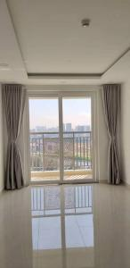 Cho thuê căn hộ 3 phòng ngủ Saigon Mia, tầng trung, nhà trống, view nhìn ra đường 9A và sông thoáng mát