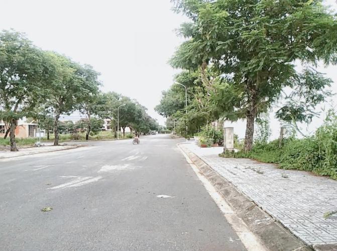 Bán đất phố mặt tiền Quận 9, diện tích 10x19.3m hướng Đông Bắc, sổ hồng chính chủ.