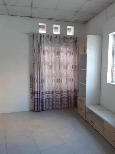Bán nhà 1 phòng ngủ, cách cầu Thủ Thiêm 150m, diện tích đất 25.3m2, sổ hồng đầy đủ.