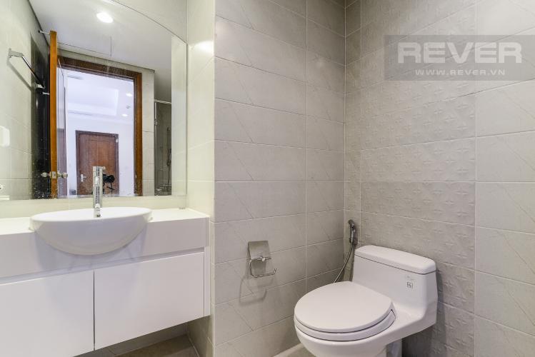 Phòng Tắm 1 Căn hộ Vinhomes Central Park tầng cao C2, 2 phòng ngủ, nội thất cơ bản