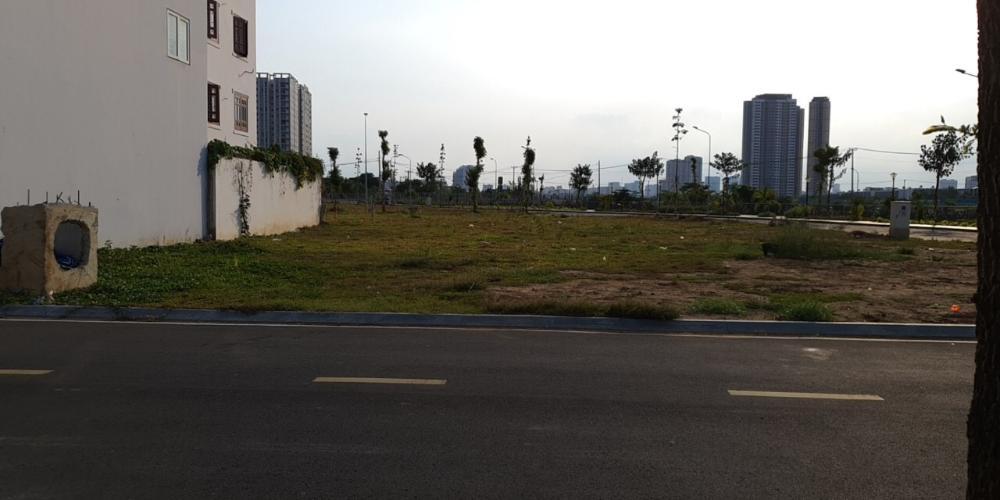 Bán đất nền mặt tiền đường Nguyễn Duy Trinh, Q.2 với diện tích lớn 207.8m2, pháp lý đầy đủ.