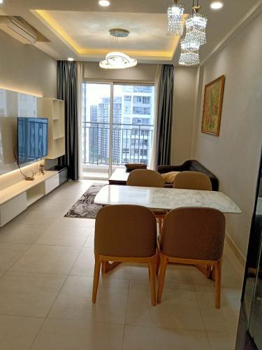 Phòng khách Sunrise Riverside, Nhà Bè Căn hộ tầng cao Sunrise Riverside đầy đủ nội thất, view nội khu.